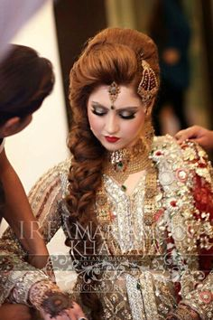 Hairstyle Pakistani Wedding Outfits, Bridal Wedding Dresses, Bridal Hair And Makeup, Bridal Beauty, Gorgeous Hair, Beautiful Bride, Pakistan Bride, Bridal Dupatta, Bridal Photoshoot
