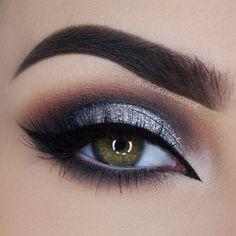 Eye Makeup Tips.Smokey Eye Makeup Tips - For a Catchy and Impressive Look Makeup Goals, Love Makeup, Makeup Inspo, Makeup Inspiration, Beauty Makeup, Hair Makeup, Grey Makeup, Makeup For Grey Dress, Black And Silver Eye Makeup