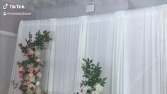 s backdrop videos Diy- Asymmetrical Floral Installation DIY- Chicken Wire Floral Decor Wedding Backdrop Design, Wedding Stage Decorations, Diy Backdrop, Backdrop Decorations, Bridal Shower Decorations, Balloon Decorations, Flower Decorations, Bridal Shower Backdrop, Floral Backdrop