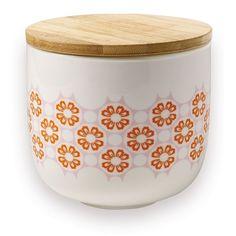 <p>Pot en porcelaine blanche avec bouchon en bambou, motifs fleurs oranges dans un esprit très seventies, design Mr&Mrs Clynk . Pour décorer sa cuisine, et stocker en beauté ses pâtes, céréales, riz... A compléter avec les deux autres pots de tailles et motifs différents.</p>