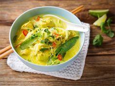 Kanalaksa. Laksa on liemevää, keiton tapaan nautittavaa aasialaista ruokaa, jonka peruselementtinä ovat nuudelit, kasvikset ja liha, kala ja/tai äyriäiset sekä aasialaiset mausteet. #valioreseptit