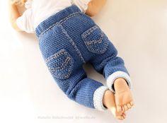 PDF-Häkelanleitung Jeanshose in Strickoptik. – Nombres de bebés y ropa de bebé. Baby Hats Knitting, Knitting For Kids, Baby Knitting Patterns, Knitting Socks, Baby Patterns, Knitted Hats, Crochet Baby Pants, Crochet For Boys, Knit Crochet