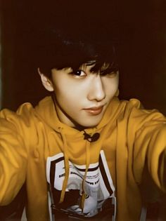 Read at your own risk ;) Get pictures from here Park Ji-sung, Kpop, Andy Park, Park Jisung Nct, Yellow Hoodie, Entertainment, Fandoms, Jung Woo, Ji Sung