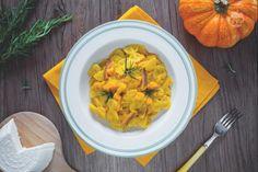 La pasta con la zucca è un primo piatto dal sapore ricco e cremoso, delicato ma allo stesso tempo sfizioso e dal gusto inconfondibile.