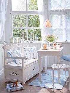 Esszimmer im Skandinavischen Stil: Esszimmer mit Sitzbank - Wohnen & Garten