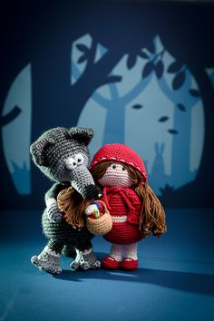 Little red riding hood and the wolf - amigurumi pattern out of the book 'Amigurumi Fairy Tales' - Design by Tessa Van Riet - Ernst
