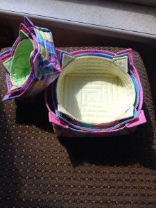 GREAT FREE TUTORIAL for quilted stacking/nesting boxes. SO USEFUL... Link for the pattern: http://quilterinmotion.net/stacking-fabric-boxes/