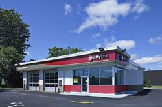 Jiffy Lube Anjou Construction, Mansions, House Styles, Outdoor Decor, Home Decor, Projects, Building, Mansion Houses, Homemade Home Decor