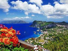 A badalada ilha de Capri recebe cerca de dois milhões de visitantes ao ano. - 18 (© Shutterstock)
