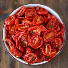 Semi dried tomatoes made in the oven. Ready in 2 hours. Perfect for pizza pasta and salads. (in German) Vegan Vegetarian, Vegetarian Recipes, Cooking Recipes, Healthy Recipes, Vegan Pizza, Cooking Tips, Healthy Snacks, Oven Dried Tomatoes, Cherry Tomatoes