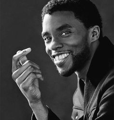 Black Panther Art, Black Panther Marvel, Black Panther Chadwick Boseman, Photographie Portrait Inspiration, Celebrity Portraits, Celebrity Drawings, Rest In Peace, Marvel Cinematic Universe, Black Is Beautiful