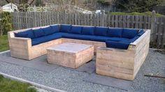 U Ensemble de jardin fait à partir de palettes repurposées Salons et ensembles de jardin Canapés à palette