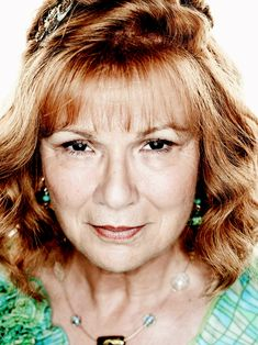 Molly Weasley (née Prewett) (b. 30 October, was a pure-blood witch and the matriarch. Weasley Harry Potter, Harry Potter Facts, Harry Potter Characters, Harry Potter World, Julie Walters, Lord Voldemort, Daniel Radcliffe, Deathly Hallows, Role Models