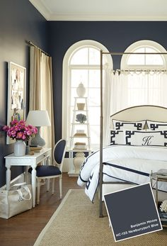 Suzanne Kasler bedroom with Benjamin Moore Newburyport Blue HC-155. Blue and white bedroom