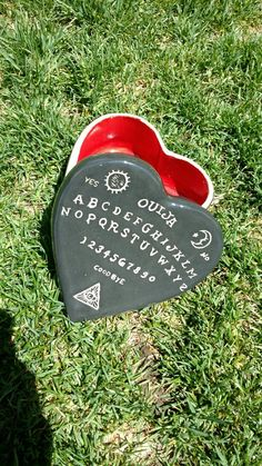 Hey, I found this really awesome Etsy listing at https://www.etsy.com/listing/279492248/ouija-board-heart-shaped-ceramic-box