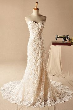The absolute most PERFECT vintage style wedding dress. Sheath/Column Sweetheart Sleeveless Lace Zipper Court Train Wedding Dress