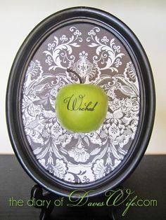 the Diary of DavesWife: {Wicked} Apple #Halloween I like this 3d idea, could also do with skulls, ravens, etc