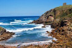 PLAYA DE SANTA JUSTA  La pequeña cala enclavada en el municipio de Santillana del Mar, aunque próxima a la villa marinera de Suances,