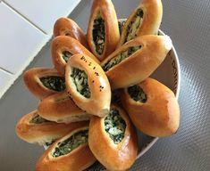 Yoghurt broodjes met spinazie en Turkse kaas
