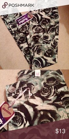 ??Cute Justice jeggings Brand new,  black, green and white rose jeggings,  super cute,  size 12 justice  Bottoms Jeans