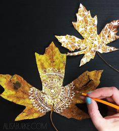alisaburke: beautiful fall Leaf Crafts, Crafts To Do, Diy Craft Projects, Arts And Crafts, Painted Leaves, Painted Rocks, Fall Crafts For Toddlers, Diy Christmas Presents, Collage Drawing