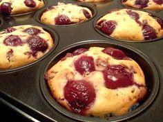 Muffini sa višnjama i čokoladom - http://domacica.net/muffini-sa-visnjama-cokoladom/