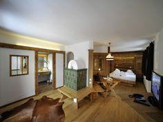 Blick in eine unserer Suiten im original Lesachtaler Bauernhaus  #lesachtal #Bauernhaus #Chalet #holz gemütlich #interior #design #alm #almwellness #Tuffbad #berge #alm #gemütlich #travel #Austria #kärnten