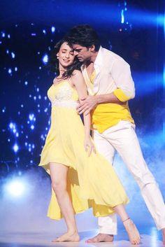 Sanaya danses with Mohit in Jalak ❤ Hindi Actress, Actress Pics, Arnav Singh Raizada, Bridal Chuda, Arnav And Khushi, Indian Drama, Sanaya Irani, Bollywood Celebrities, Dance Costumes