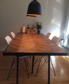 Vores nye hjemmelavet spisebord  #spisebord #hjemmelavet #sildeben #sildebensparket #sildebensbord #diningtable #homemade #handyman #weloveit #indretning #danishstyle @msand_