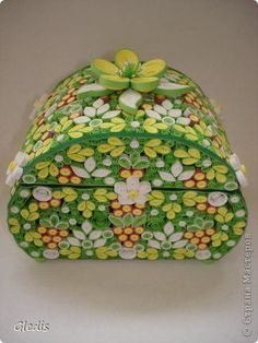 ru/ Name of artist is written below Paper Quilling Tutorial, Quilled Paper Art, Paper Quilling Designs, Quilling Patterns, Paper Beads, Arte Quilling, Quilling Work, Quilling Paper Craft, Paper Crafts