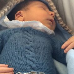 Bebé con Jersey con ocho de recién nacido de A CoSer y Punto hecho a mano   handmade b262b68864a