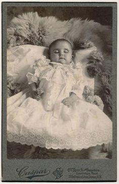 Post mortem daguerreotypes