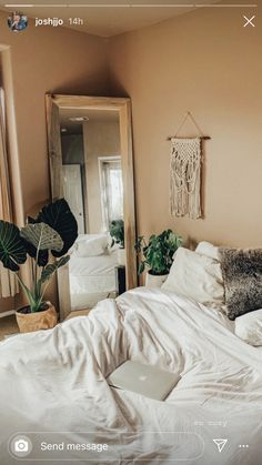 Rooms decorated with chests - Home Fashion Trend Apartment Bedroom Decor, Room Ideas Bedroom, Home Bedroom, Bedrooms, Bedroom Inspo, Bedroom Color Schemes, Bedroom Wall Colors, Tan Bedroom Walls, Earthy Bedroom