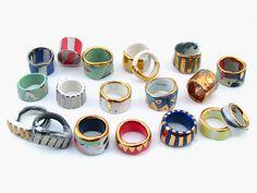 Beadwork ceramic rings ceramic design pintura em cerâmica c Porcelain Jewelry, Ceramic Jewelry, Ceramic Clay, Porcelain Ceramics, Polymer Clay Jewelry, Ceramic Pottery, China Porcelain, Ceramic Braces, Slab Pottery