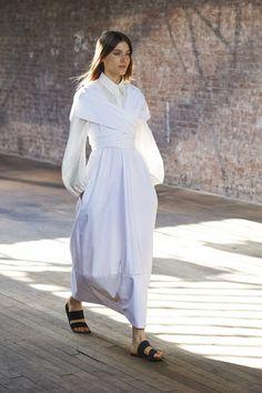 The Row Primavera/Verano 2015 Semana de la Moda de Nueva York …. The Row Spring/Summer 2015 New York Fashion Week White Fashion, Look Fashion, Runway Fashion, Fashion Show, Fashion Women, Fashion 2015, Nyc Fashion, Spring Fashion, London Fashion Weeks