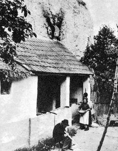Barlanglakás (partlakás) kívülről 1970-es évek. Travelogue, Old Pictures, Historical Photos, Hungary, Budapest, The Past, Images, Landscape, History
