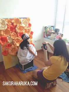 Giant paper flowers diy backdrop on canvas Flower Diy, Diy Flowers, Diy Backdrop, Backdrops, Children Photography, Photography Ideas, Working Mums, Giant Paper Flowers, Diy Fashion
