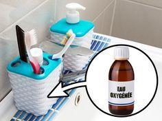 Pour que les extrémités des brosses à dents ne noircissent pas, verse un peu d'eau oxygénée dans le gobelet dans lequel tu les gardes