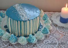 Itsenäisyyspäivän kakku, Täydelliset marengit, marenkivoikreemi, 8 munan kakkupohja, Valkosuklaaganache Halloween Cupcakes, Independence Day, Red Velvet, Food And Drink, Desserts, Molde, Tailgate Desserts, Diwali, Deserts