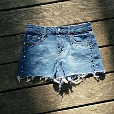 ♡SALE♡ Spiky stud jean shorts Spiky stud jean shorts! Size 27, forever  21. Forever 21 Shorts Jean Shorts