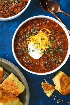 The Best Instant Pot Chili - So chunky, hearty, and comforting! This will be the BEST chili you will have in your entire life - I PROMISE! Chili Instant Pot Recipe, Instant Pot Dinner Recipes, Easy Dinner Recipes, Best Damn Chili Recipe, Korma, Biryani, Instant Pot Pressure Cooker, Pressure Cooker Recipes, Pressure Cooking