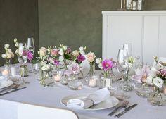 Fint festbord i rosa farger.