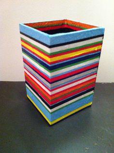 Grand pot à crayons en papier maché - Décor motif graphique rayures colorées : Accessoires de maison par estampille-mu