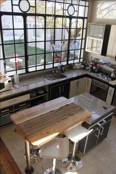 Develamos unos cuantos enigmas con este libro sobre cómo ahorrar en mantenimiento del hogar. ¡Usá la plata para algo más copado! Kitchen Bar Design, Kitchen Decor, Interior Design Colleges, Steel Windows, Diy Room Decor, Home Decor, Wabi Sabi, Living Spaces, Sweet Home