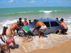 25 Ridiculous Beach Photos - Holytaco