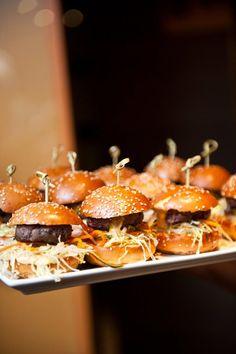 New York City's Healthiest Burgers Burger Mania, Best Veggie Burger, Organic Restaurant, Gluten Free Buns, Mini Burgers, Burger And Fries, Healthy Relationships, Caramel Apples, Hamburgers