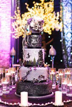 "Spectacularly Nerdy Wedding Cakes BEST Harry Potter cake I've seen. And other amazing ""geektastic"" cakes!BEST Harry Potter cake I've seen. And other amazing ""geektastic"" cakes! Harry Potter Torte, Harry Potter Wedding Cakes, Theme Harry Potter, Bolo Halloween, Halloween Cakes, Amazing Wedding Cakes, Amazing Cakes, Pretty Cakes, Beautiful Cakes"