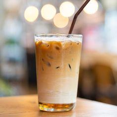 Sugar Free Iced Coffee, Sugar Free Starbucks Drinks, Vanilla Iced Coffee, Iced Coffee Drinks, Starbucks Recipes, Salted Caramel Latte Recipe, Caramel Coffee Syrup, Sugar Free Caramel Syrup Recipe, Starbucks Caramel Syrup