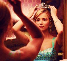 I am the fucking queen of my life. Quinn Fabray, Naya Rivera, Glee Cast, Dianna Agron, On Set, Blonde Hair, Diana, Boobs, Kiss
