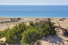Auf Sardinien gibt es viele Strände - von bizarren Felsküsten bis zu weiten Buchten. MERIAN zeigt die zehn schönsten Strände für Ihren Sardinien-Urlaub.